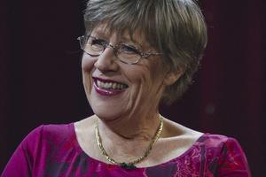 Agnes Wold – alla skuldtyngda mammors försvarare.