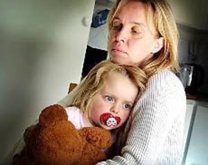Foto: Gun Wigh \nBesviken. Anna-Karin Wahlberg tycker inte att treåriga dottern Madelene ska behöva flytta mellan olika dagis. Men på förskolan Natt och Dag anser man att Anna-Karin inte är i behov av en plats eftersom hon inte jobbar.