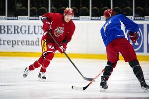 Anssi Salmela tränar med Modo, men det är oklart om han får spela mot Brynäs.