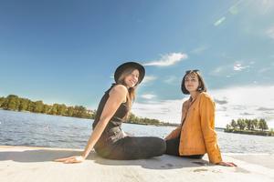 Nöjesredaktionens Linnea Karlsson och Frida Hansson leder helgens festival-tv på op.se