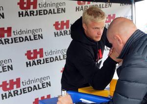 Peder Persson höll i snacket på Game Fair. Men mot Ronny höll han inte så länge.