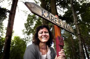 En av 40. Kåres väg som går mellan Falu koppargruva och Torsångs kyrka är en av 40 vandringsleder som presenteras i en ny guide. Informationschef Lena Säfström har provgått några av dem. Foto:Paulina Håkansson