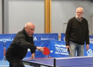 Robert Aschberg slog några hårda smashar, men hade problem bland annat med Jon Perssons och Hampus Nordbergs skruvade servar.