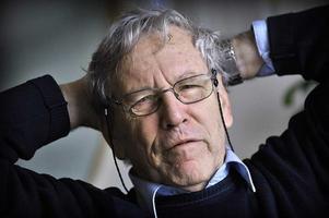 """Amos Oz, IsraelBjörn Widegren, f d kulturredaktör och kritiker i GD:– Inte bara för att han är en omistlig röst – för det är han – i den infekterade debatten om Mellanöstern.   Det är bara att läsa """"Hur man botar en fanatiker"""" för att inse det. Utan för att han är Israels främste författare i dag med den helt oemotståndliga självbiografin """"En berättelse om kärlek och mörker"""" som främsta merit.    Den är helt enkelt en lysande anledning till att ge honom Nobelpriset."""