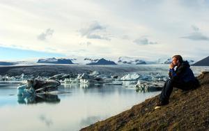 John Håkansson vid Jökulsárlon, en issjö mellan Vatnajökul och Atlanten. Island.