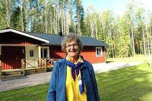 """lyckoträff. Monica Sandström tycker att arenabygget är en riktig lyckoträff för Tierp. """"Nu måste vi hjälpas åt att hitta boende till invigningen. Och nu kan vi som har stugbyar och camping fortsätta satsa"""", säger hon."""