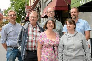 På barrikaderna. Redo att kämpa för rättvisa och solidaritet är Kari Räihä, Lars-Åke Zettergren, Tryggve Thyresson, Peter Tillman, Göril Thyresson och Veronica Löfling.