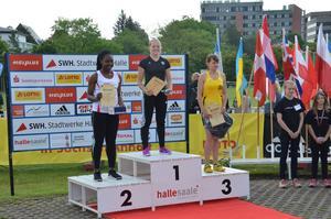 Hillevi Carlsson vann även hon i Halle, då hon satte nytt personligt rekord.