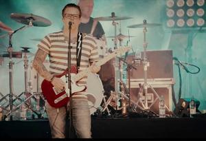 Robert Pettersson i nya musikvideon.