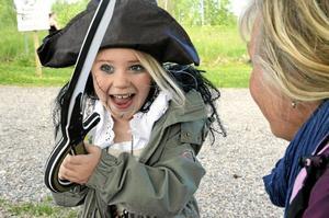Ylva Erixson är för liten för att gå på Borns friskola, men när storasyster klädde upp sig inför spökhuset ville Ylva, som besökte Borndagen, inte vara sämre.