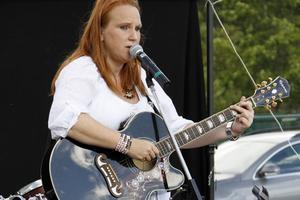 Karin Lindberg – Carrie Hall – har fått ett oväntat pris för sin sång.