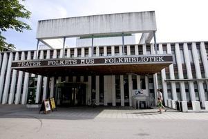 KULTURHUS? Folkets hus med bibliotek, konsthall, teater och möteslokal kan komma att bli Sandvikens officiella kulturhus om planerna på att bygga om Hammargymnasiet faller av ekonomiska skäl.