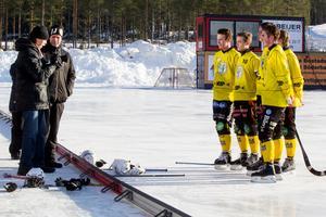 Hans Ivarsson förevigar Brobergs målskyttar.