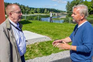 Carl-Erik Almskoug, ordförande i tekniska nämnden med Stefan Werner på Werner Arkitekter som bygger Åbrinkens etapp 1.