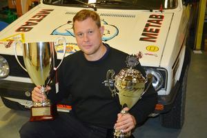 Patrik Dybeck blev den stora vinnaren i Historiska Rallycupen. Två rejäla pokaler blev utdelningen.