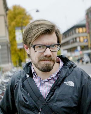 Martin Johansson, 37 år, konsult, Gävle:– Det har varit trevligare atmosfär utan bilar. Och som bilist har jag inte påverkats negativt eftersom jag ändå undviker att köra genom centrum. Gävle är en av få städer där man fortfarande får köra bil genom centrum, jag tror att bilisterna kan vänja sig vid att ta andra vägar.