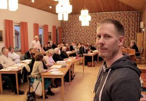 Magnus Westerstrand svarade på en direkt fråga av Ingemar Hellström (S) att, ja han är nyinsatt som ansvarig kontaktperson på länsstyrelsen för saneringsprojektet i Silvhyttan; Staren och Plogens arsenikhaltiga bottensediment och stränder.