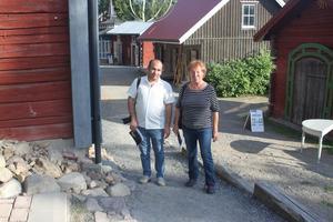 Solveig Nordlund och Hamed Alizadeh på väg till festivalen.