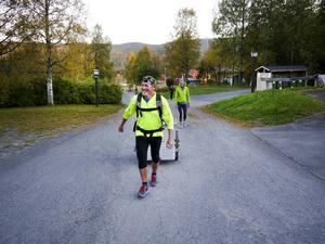 Så här såg det ut när ultralöparen och miljöaktivisten Peter Devriese nådde sitt mål som var Duved. På lördag ska han springa upp på Åreskutan och han hoppas att han får sällskap av andra löpare.