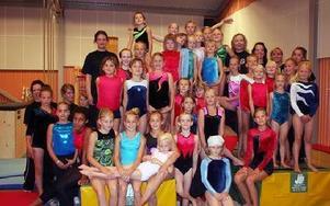 Gymnastiklägret lockade 40 deltagare samt ett gäng ledare.-- Drömmen vore att hålla två, tre läger så att alla som ville kunde vara med, säger Annica Matsson.FOTO: PÄR SÖNNERT