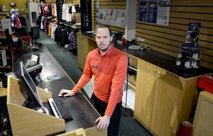 Christoffer Håkansson är chef på Dormy i Birsta.