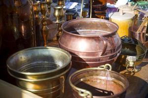 Bunkar och andra föremål av koppar var det gott om. Men köpintresset var klent, det intygade flera säljare.