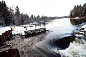 Dammen vid Långforsen har gått sönder.