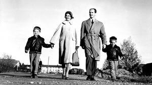 Med raska kliv mot bättre tider. Under 50-talet var framtidstron stark.