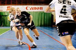 Ewelina Danielsson, här i ÖSK-tröjan, åkte ur SM-slutspelet tillsammans med sitt Skövde.