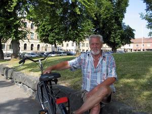 Cykeln är till stor hjälp för Ulf Johansson som bor i Arboga när han som rörelsehindrad ska ta sig fram några längre sträckor. FOTO: Ragnar Eriksson
