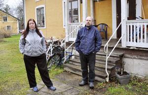 Birgitta Stangelmeyer och Magnus Thorell är trötta på alla fel i huset.