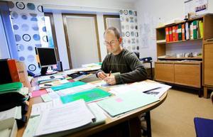 Peter Grevsten och hans kollegor på miljökontoret ser till att Storsjöyrans matgäster inte behöver oroa sig för magsjuka. Foto: Håkan Luthman