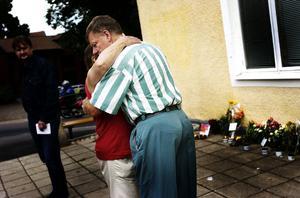 Ett exempel på när POSOM-gruppen i Hedemora kallades in var i efter mordet på polisen Ulf Grape i Hedemora sommaren 2004.