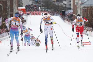 I år tog Anna Dyvik (i mitten) en pallplats i sin första världscupstafett någonsin.
