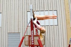 Östersunds bäst tränade idrottare? Gymnasterna tränar hårt mot drömmen att en dag tävla för Sverige internationellt. Här är det Linn Larsson som tränar i barren.