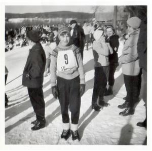 """TÄVLADE I SLALOM. Gun Lyrberg tävlade i slalom ända tills hennes andra barn föddes. """"Det var mycket folk i backen, de kom med bussar från Sandviken"""", minns Gun som senare blev skidledare i Järbo IF och åker skidor än."""