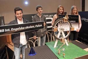 Designpriset att konstruera ett pariserhjul gick till 8B Int. Engelska skolan Falun (liksom publikpriset till klassen på läktaren); Carl Dahl, Andreas Kassitas, Alva Eggers och Klara Carlsson.