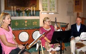 Lotta Grane, Ewa Lindh och Henry Wedberg bjöd åhörarna på finstämd musik.
