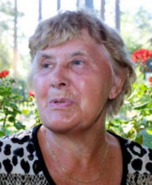 Maj Lindgren bor 100 meter från puben och har aldrig blivit störd av musik därifrån. Hon tycker istället att det blivit lite tråkigare lördagskvällar nu i sommar.