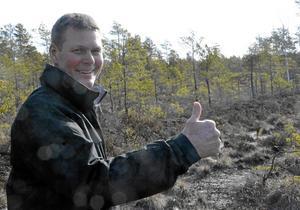 Neova AB backar. Det blir ingen torvbrytning i Skymossen. En mer noggrann inventering i området har visat på större naturvärden än som tidigare var kända. Lennart Ståhl som bor granne med mossen gör tummen upp.