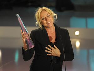 ANNE LUNDBERG tar emot pris för Årets bästa kvinnliga programledare.