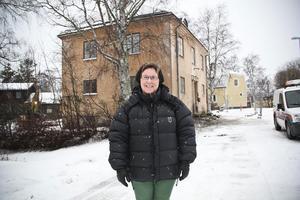 Det nya vandrarhemmet. Gamla badhuset på Badhusgatan i Ljusdal, som ligger bara ett stenkast från nuvarande lokalisering, blir lösningen för vandrarhemmet Hantverkaren från och med 1 juni nästa år. Barbro Jacobsson, chef för intraprenaden Hantverkargården, känner stor förväntan.