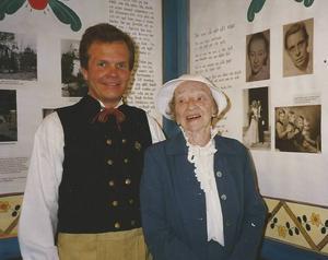Per-Ola Björklund och Ingrid Lindström vid invigningen av Rune Lindström-museet i Fagersta 1997.