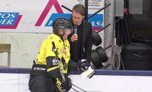 Douglas Alenbring intervjuas här av Sportens hockeyexpert Kevin Johansson.