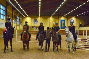 Hästtjejer: Från vänster: Linnéa Kallnis, Linnéa Mylläri, Denise Avelin, Jens Fredricsson, Sophia Lindkvist och Lisa Fager Bolin.
