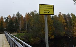 Bron är drygt 30 meter lång och nästan två meter bred.