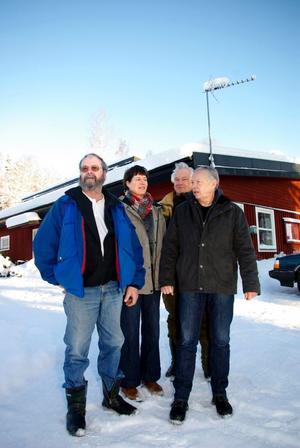 Gott om utrymme. Lasse Lundgren, Ciel Eggenhuizen, Börje Jansson och Thord Lindberg står framför Hjulsjö Byförening Löparklubbs lokaler. Sedan några år tillbaka håller föreningen till i ett hus som tidigare tillhörde Hjulsjö skola.