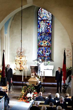 SEPTEMBER. Det var många som ville ta ett sista farväl av fd kommunalrådet Håkan Vestlund i Valbo kyrka.Håkan Vestlund var kommunalråd i 25 år och politiskt aktiv, både lokalt och på riksnivå, i över 40 år. Efter en tids sjukdom avled han i augusti.FOTO: Britt Mattsson