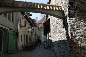 Katarinagränden i Tallinn får ofta representera medeltiden i europeiska storfilmer.
