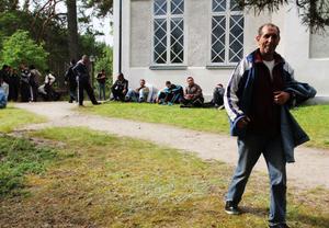 Några av de bärplockare som fått sova i kyrkan i Svabensverk i natt.